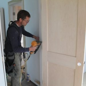 Hanging-a-door-300-300x300_dc259bfb50968065f49b218b892afbb4